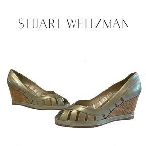 STUART WEITZMAN taupe patent leather wedges